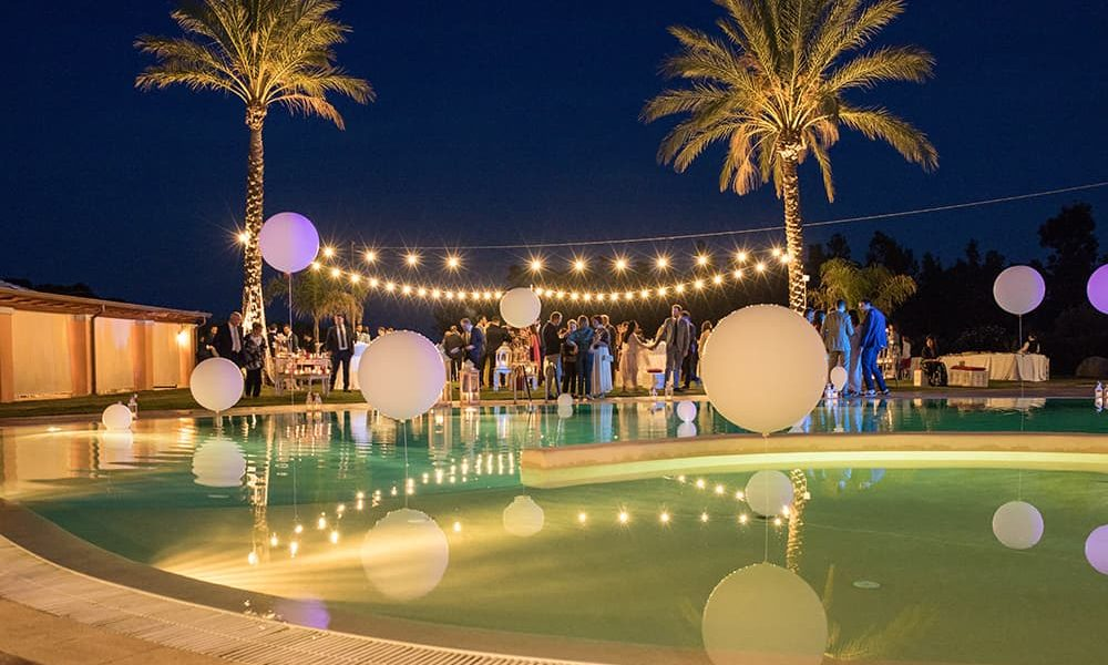 Matrimonio in piscina sulla spiaggia