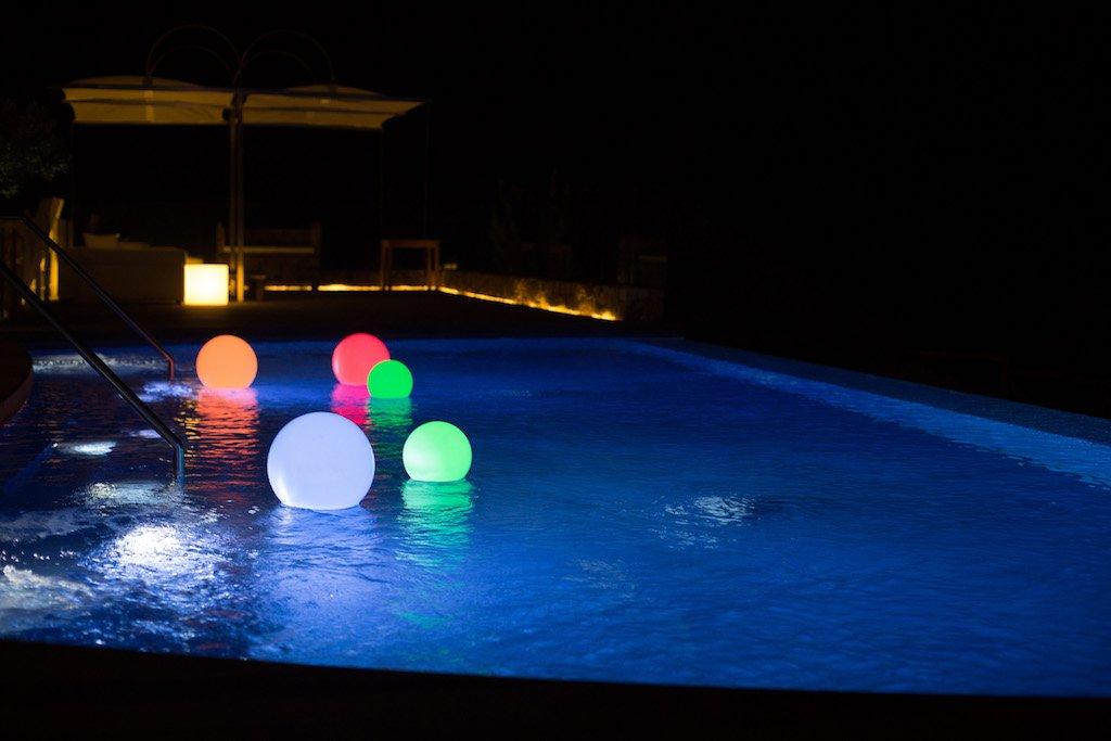 Dettagli: decorare con stila una piscina